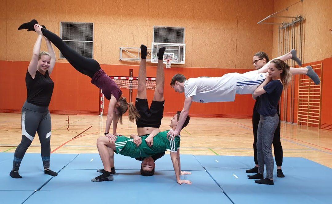 HAK übt sich in Akrobatik
