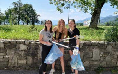 HAK Kirchdorf sammelt am Wandertag Müll