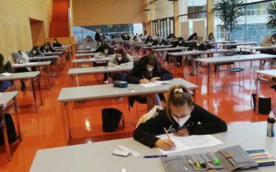 Schularbeit in der Stadthalle